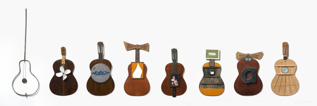 <span>Alex Asch</span>Deconstructed guitars 2009