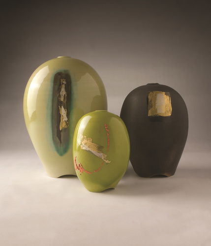 <span>Greg Daly</span>Tripod vase with gold, silver leaf, enamel 2005