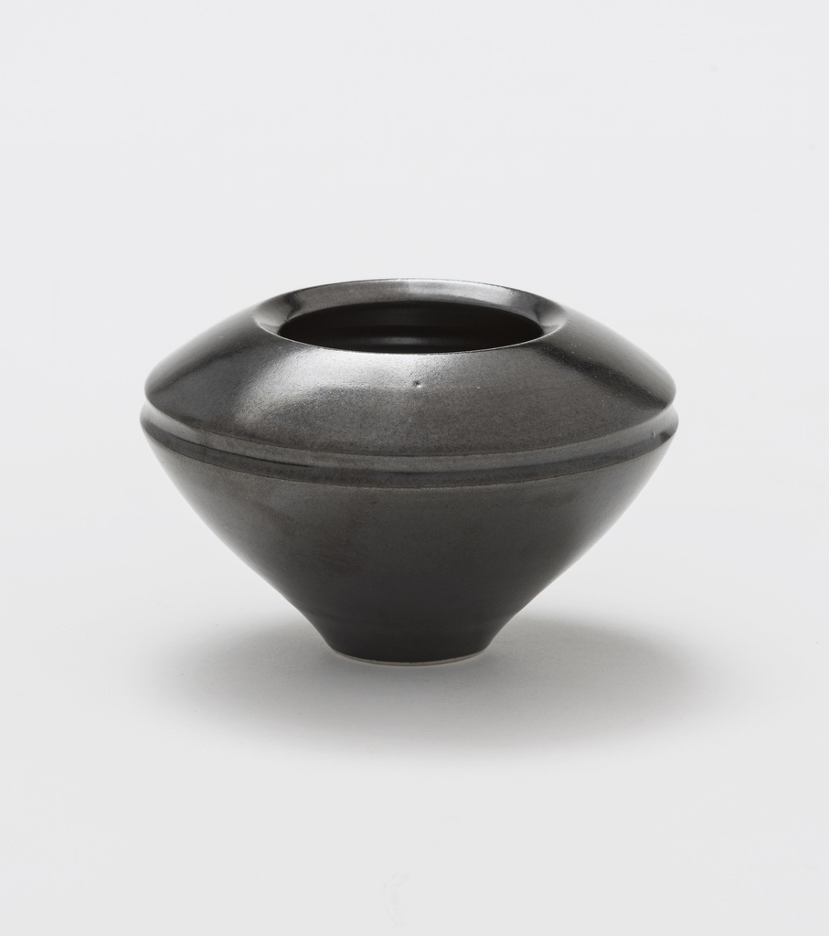 <span>Lyn Conybeare</span>Untitled [small bowl] undated