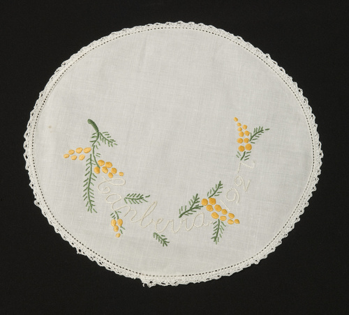 <span></span>Doily - souvenirs of the opening of the provisional Parliament House 1927