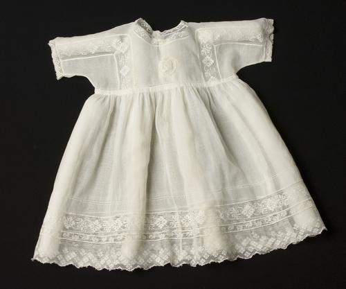 <span></span>Baby dress circa 1929