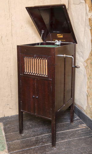 <span>The Aeolian Company Limited</span>Gramophone