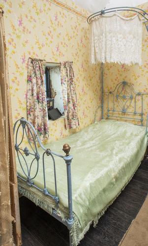<span></span>Bed
