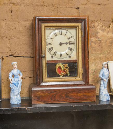 <span></span>Mantel clock
